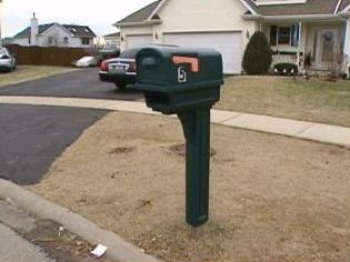 [Sharon Bychowski's mailbox on Pheasant Court - Screen capture from http://www.myfoxchicago.com/]