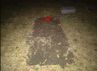 [Grave at Lyonsville Cemetery at Indian Head Park (6871 Joliet Road, Indiana Head Park (or Willow Springs), IL) - Fresh grave Screen capture from http://www.myfoxchicago.com/]