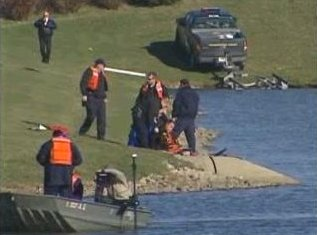 [Searchers and Divers at pond near Clow International Airport where Drew Peterson claimed his wife Stacy left her car Sunday night and called him at 9PM to pick it up (Bolingbrook, Will County, Illinois) - Screen capture from myfoxchicago.com]