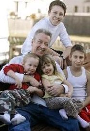 [(AP Photo) Drew Peterson and his four children, Lacy, Anthony, Thomas and Kristopher - AP Photo courtesy of M. Spencer Green]